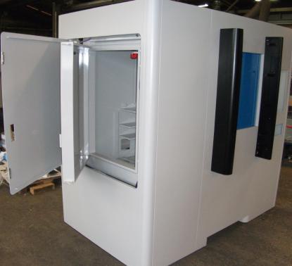 Radiopharma - Cabine plombée avec portes de compartiments manuels et automatique.